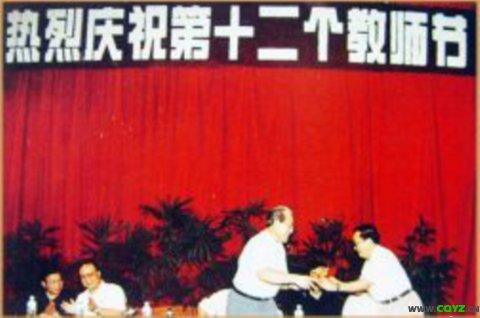 原重庆市委书记张德邻在教师节来校慰问教师